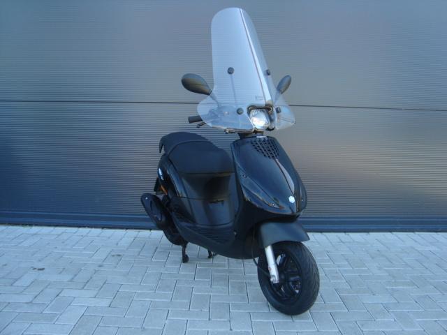 piaggio zip 50 4t 25km zwart 2014 pels scooters motoren. Black Bedroom Furniture Sets. Home Design Ideas