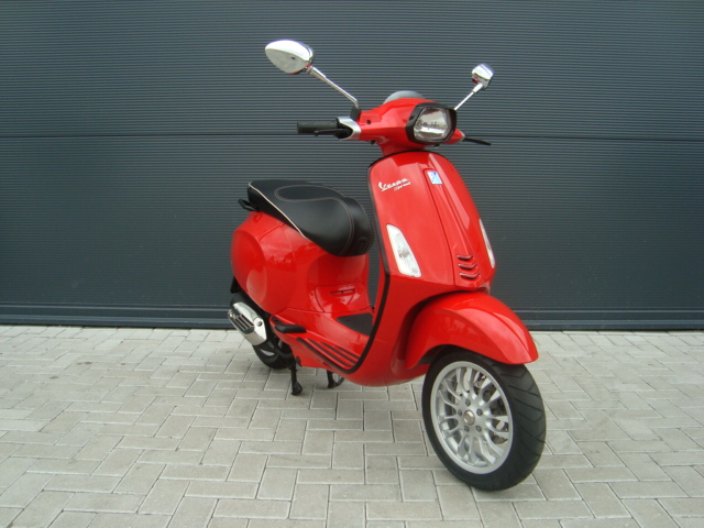vespa sprint 50 4t 4v 45km rood 2016 pels scooters motoren. Black Bedroom Furniture Sets. Home Design Ideas