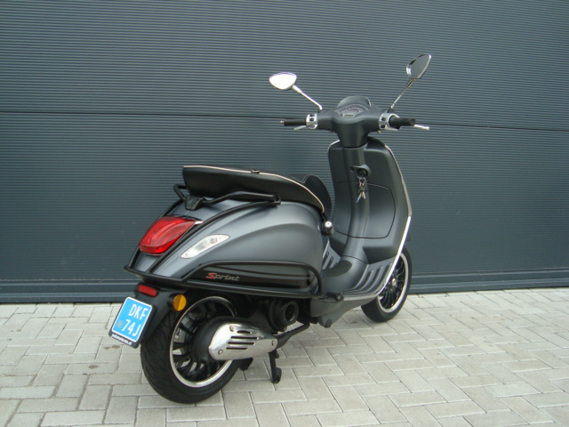 vespa sprint s 50 4t 25km mat grijs 2017 pels scooters. Black Bedroom Furniture Sets. Home Design Ideas